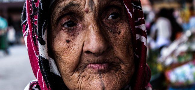 старуха, старая женщина, молодиться, баба ягодка,